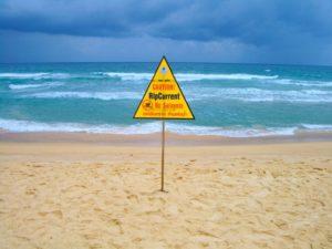 海に入ってはいけない