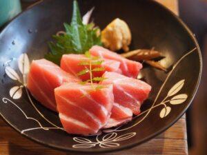 赤身魚(まぐろ)の刺身
