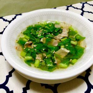 かぶの葉とベーコンのスープ
